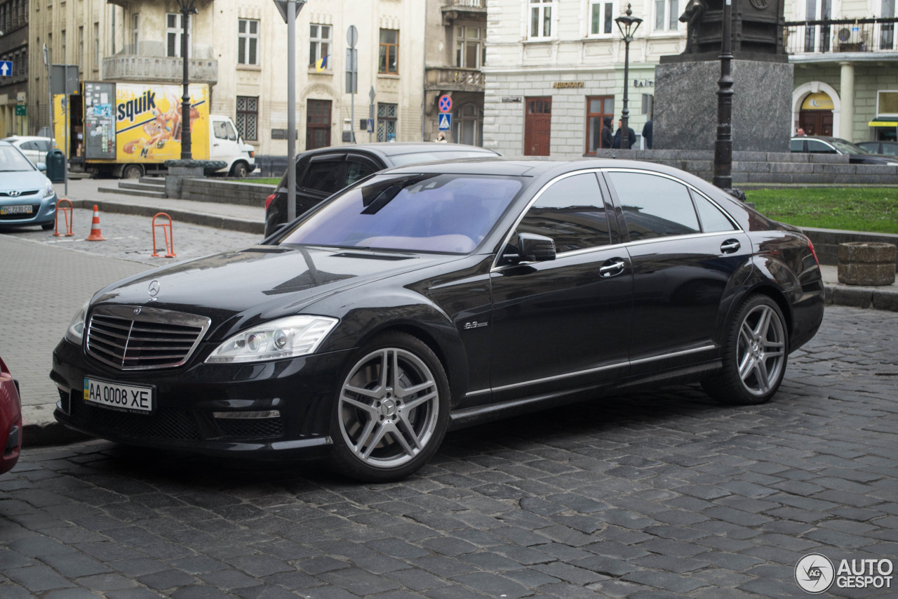 Mercedes benz s 63 amg w221 2010 6 january 2018 autogespot for Mercedes benz s63 amg 2010