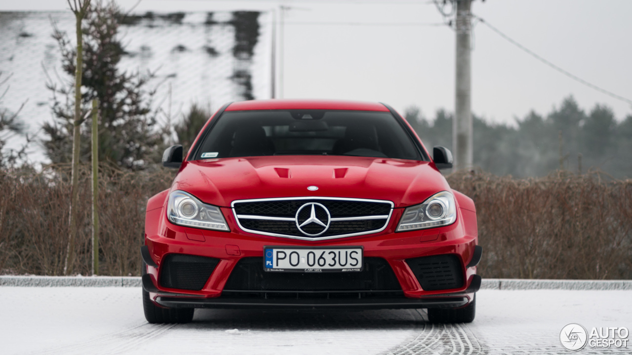 Mercedes benz c 63 amg coup black series 13 january for Mercedes benz 5 series