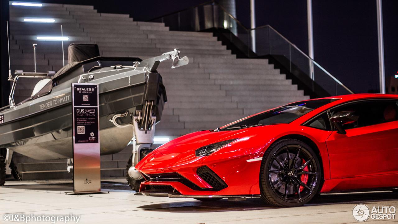 Lamborghini Aventador S LP740 4