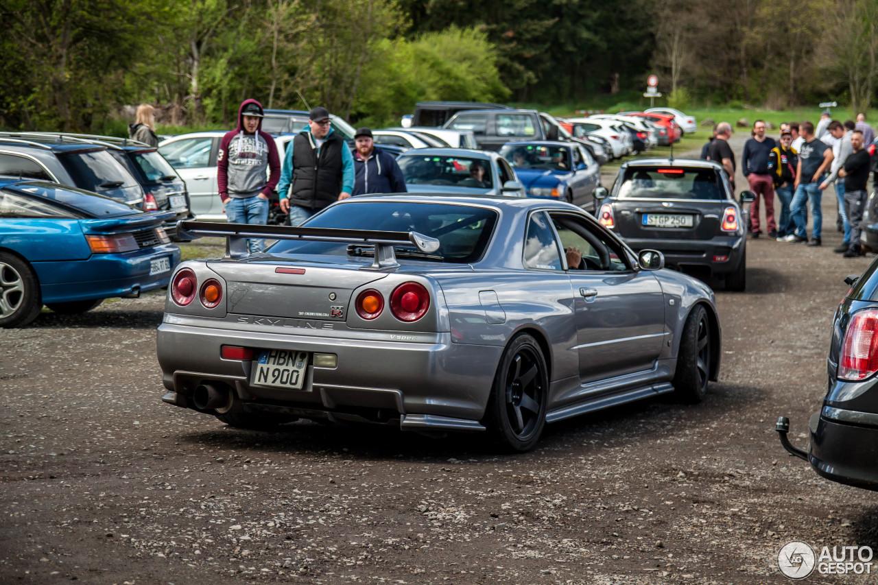 Nissan Skyline R34 GT-R V-Spec - 6 February 2018 - Autogespot