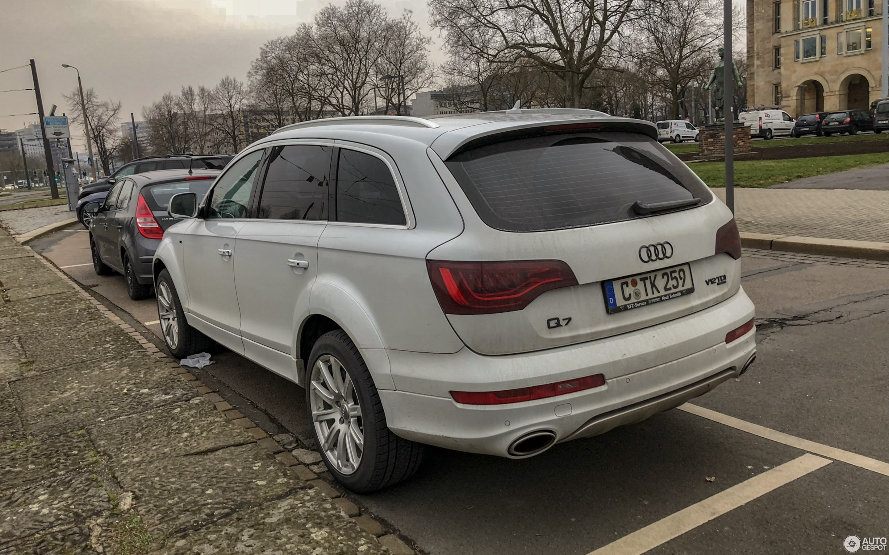 costs how parkers to it audi suv mpg insure running review much is