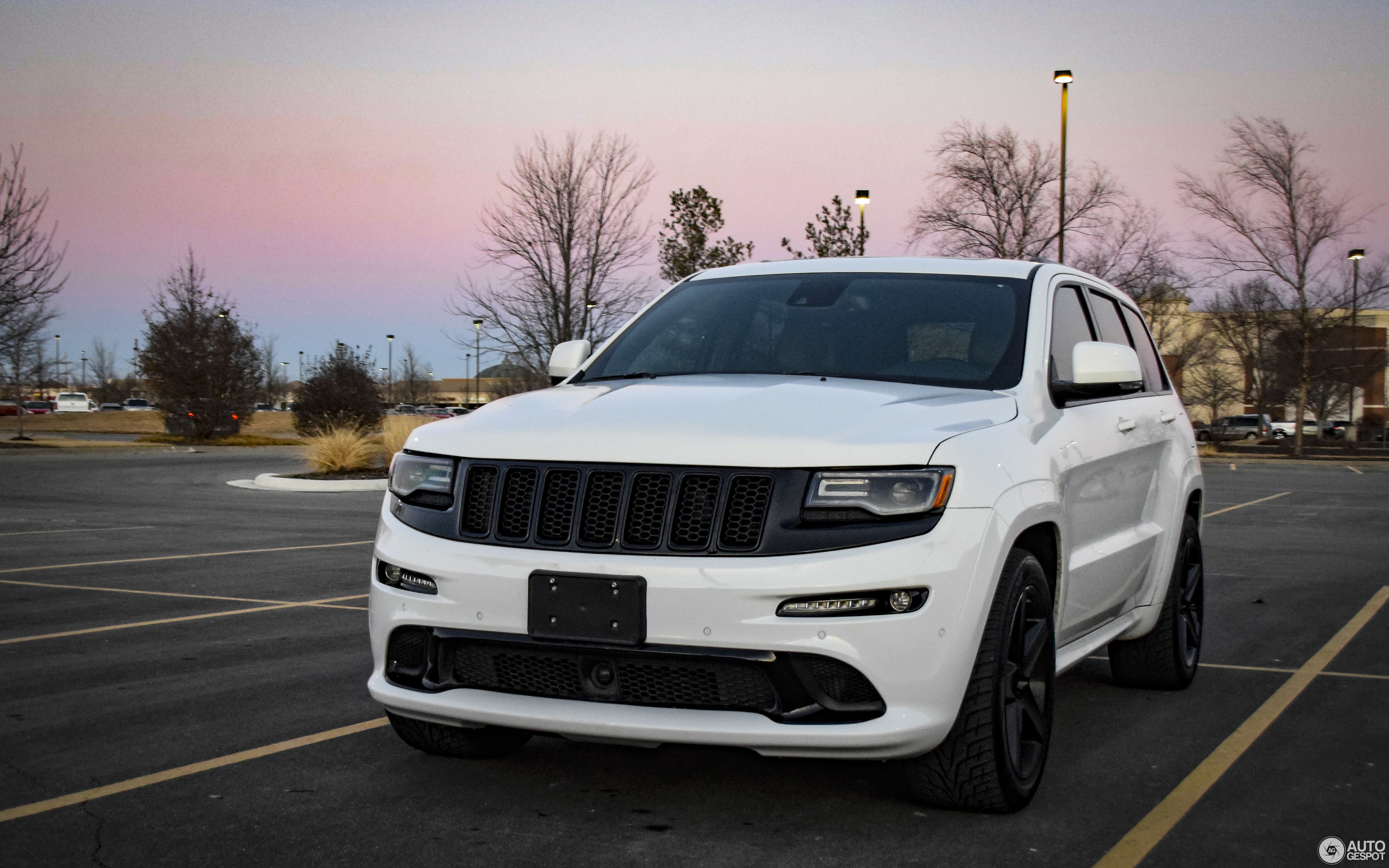 jeep grand cherokee srt 8 2013 25 february 2018 autogespot. Black Bedroom Furniture Sets. Home Design Ideas