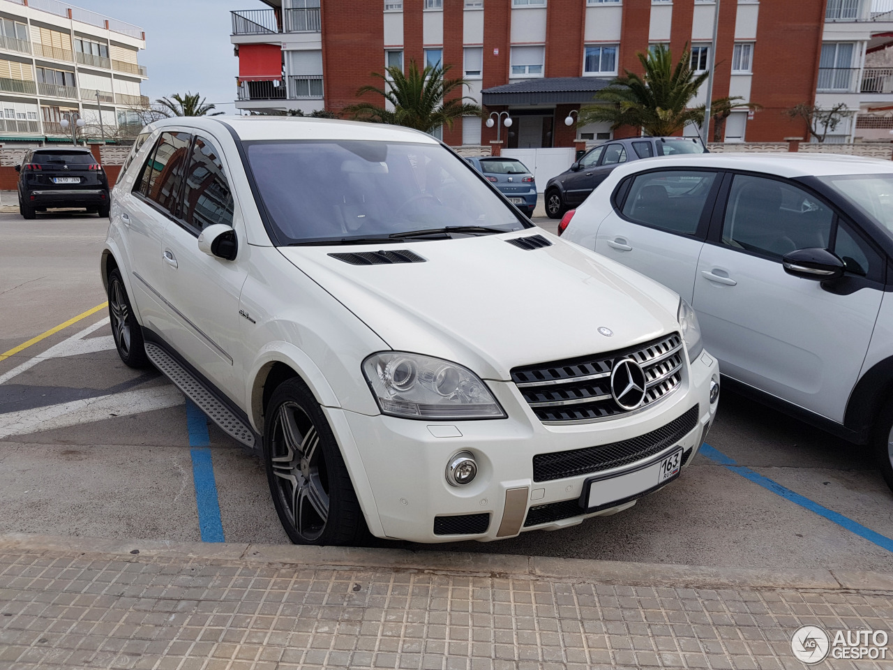 mercedes benz ml 63 amg w164 5 march 2018 autogespot. Black Bedroom Furniture Sets. Home Design Ideas