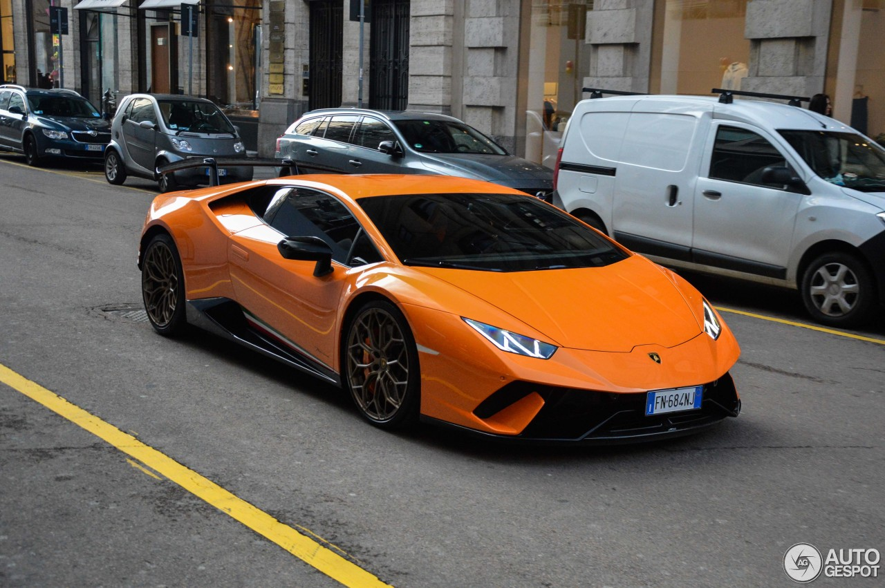 Lamborghini Huracán LP640-4 Performante 4