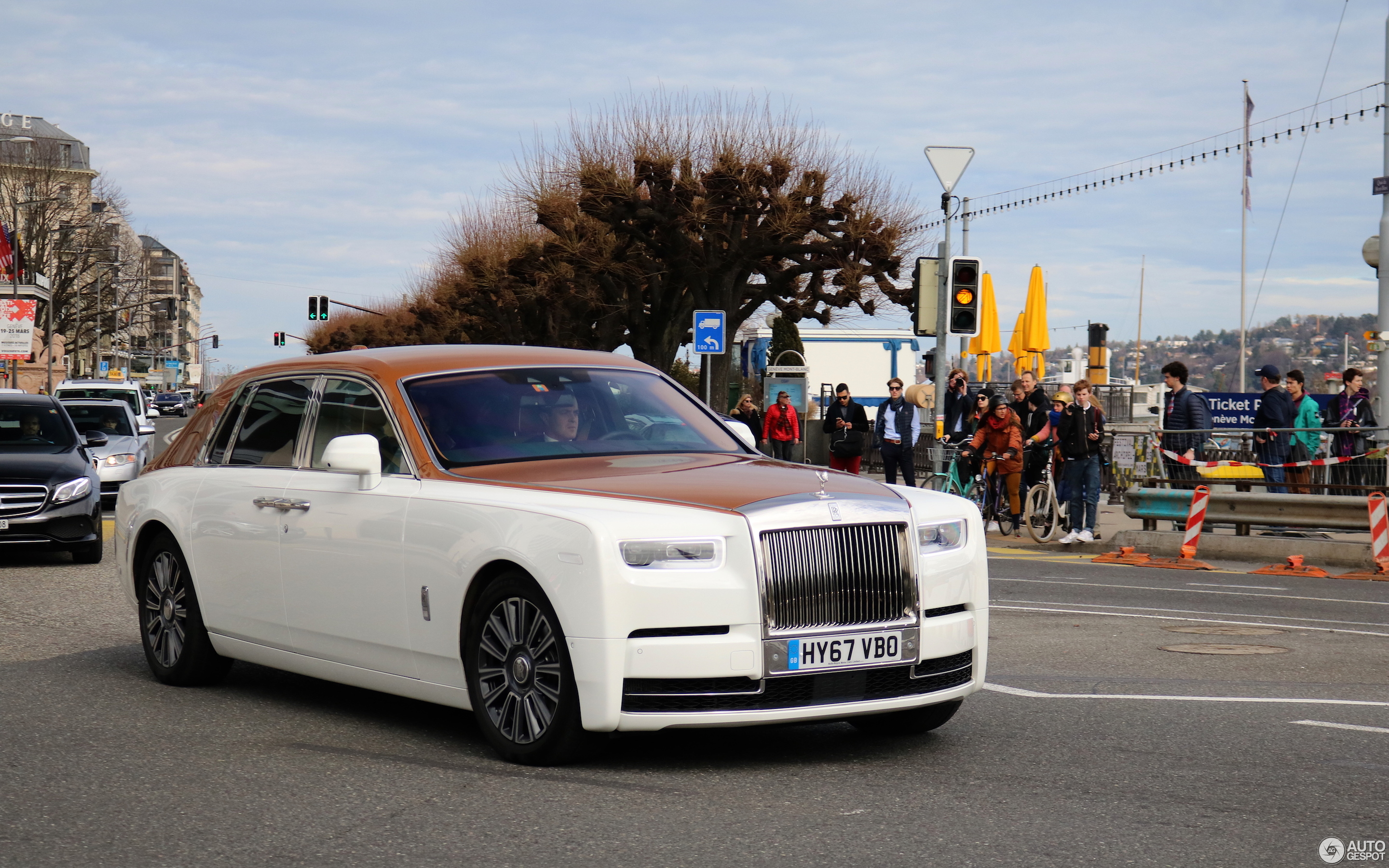 rolls royce phantom spec with 14 on Ghost besides 7 Most Expensive Luxury Cars together with Mercedes Glk 350 4 6 2014 Mercedes Glk 350 Dimensions in addition Rolls Royce Silver Wraith Hooper as well 14.