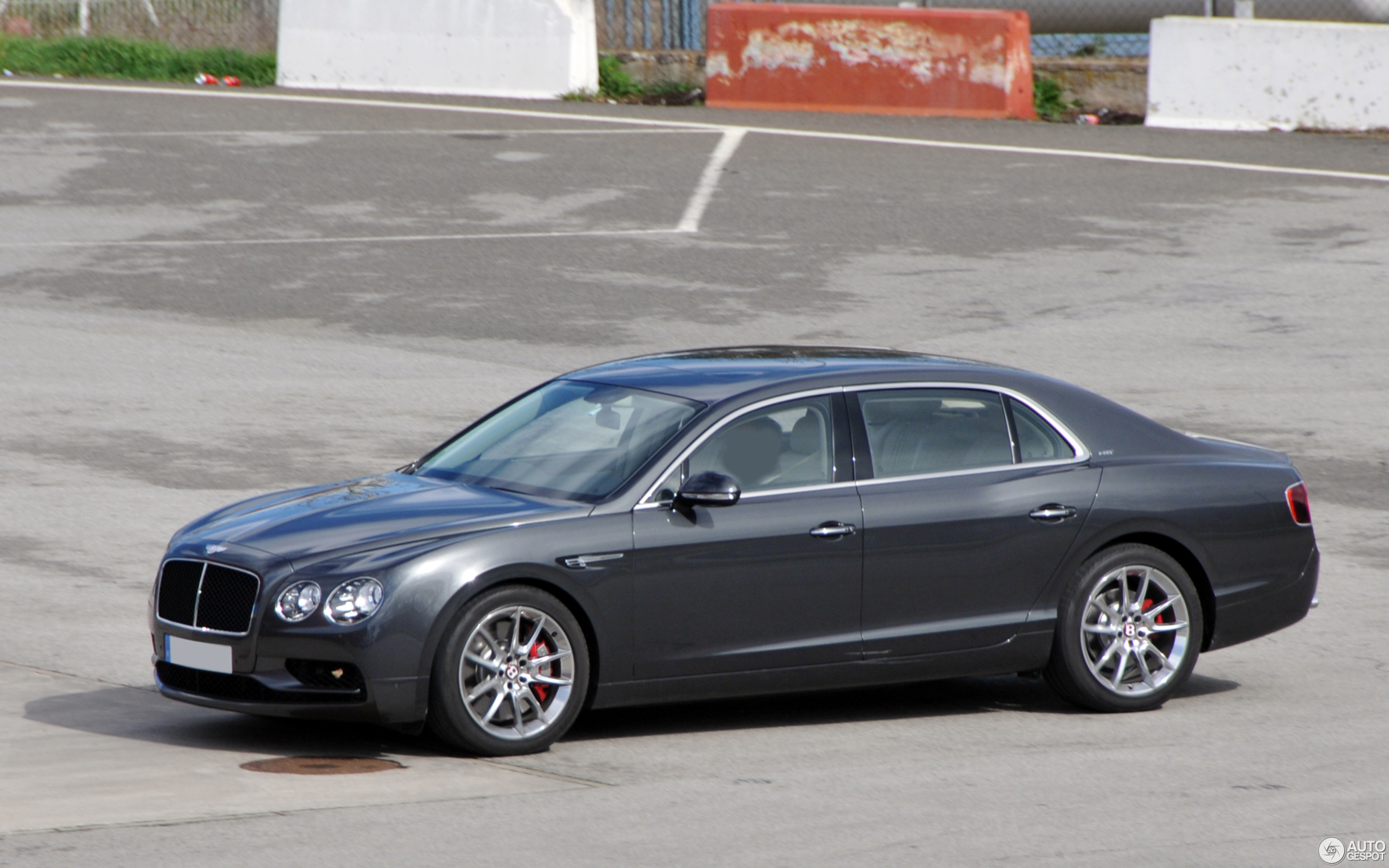 news spur photos specs bentley flying continental makes speed