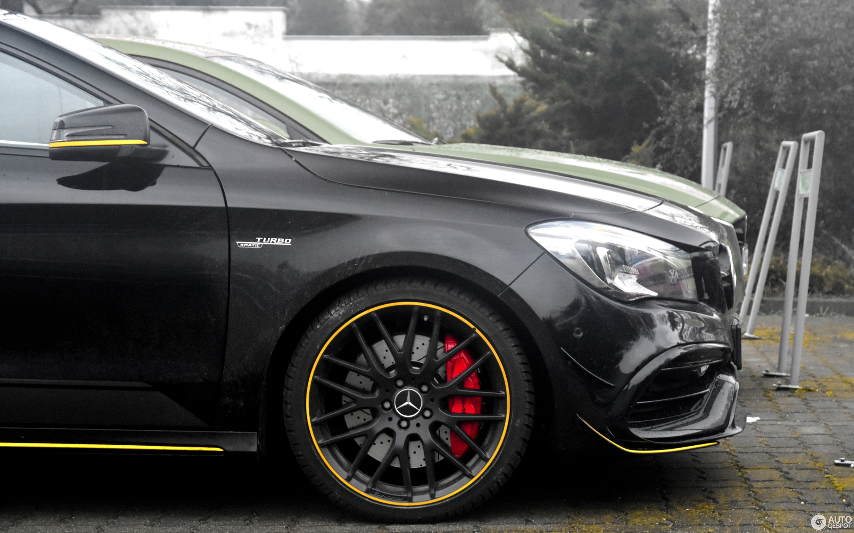 Mercedes-AMG CLA 45 Shooting Brake X117 Yellow Night Edition