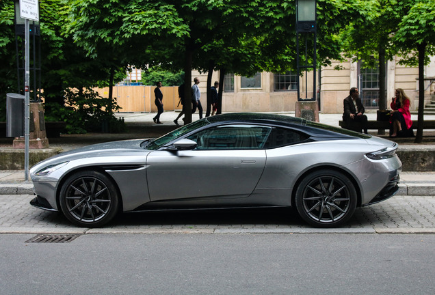 exotic car spots worldwide hourly updated autogespot aston martin db11 v8. Black Bedroom Furniture Sets. Home Design Ideas