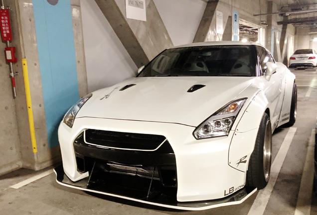 Nissan GT-R Liberty Walk Widebody