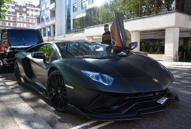 Lamborghini Aventador S LP740-4 Nero Design