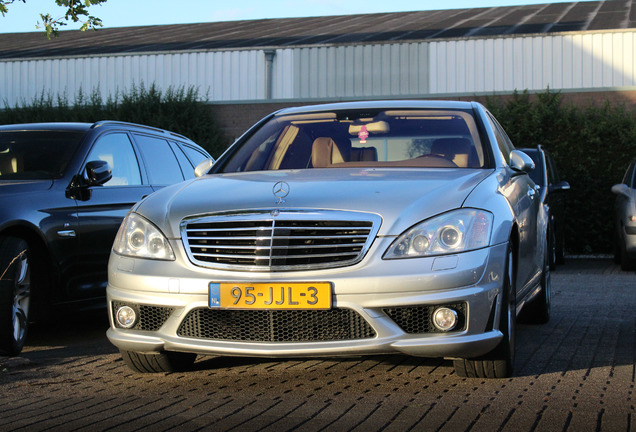 mercedes benz s 65 amg v221 18 decembrie 2011 autogespot