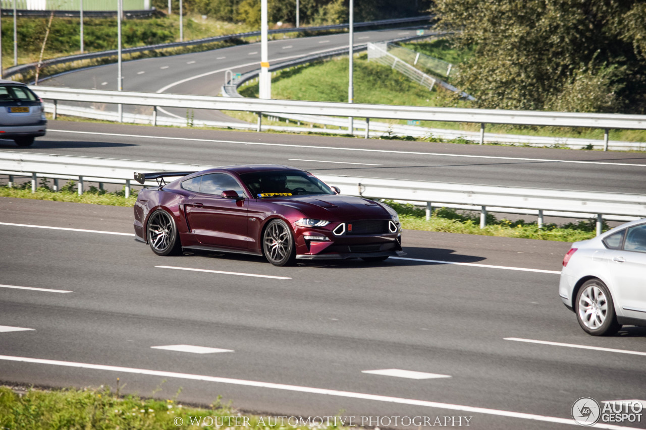 Ford mustang gt 2018 royal crimson gt