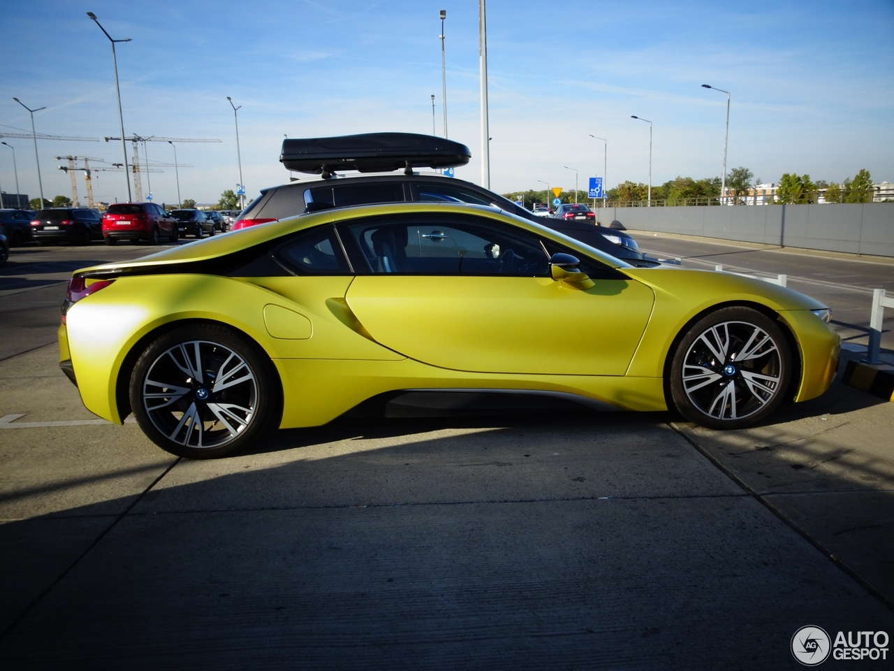 bmw i8 protonic frozen yellow edition 7 2018 autogespot. Black Bedroom Furniture Sets. Home Design Ideas